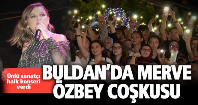 Buldan'daki festivalde Merve Özbey coşkusu