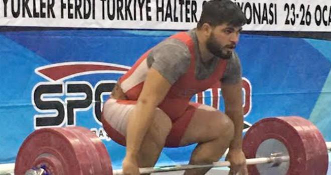 Genç sporcu Mehmet Avcıl'dan halterde Türkiye rekoru