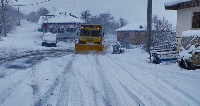 Büyükşehir'den yüksek yerleşim yerlerinde kar mesaisi
