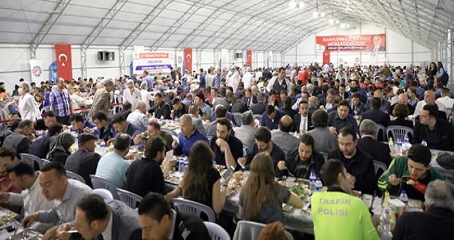 Büyükşehir'in iftar çadırında her gün 5 bin kişiye iftar