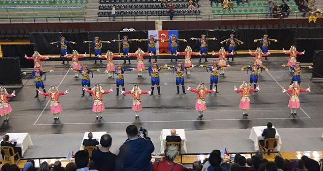 Okulların halk dansları şampiyonları kupa aldı