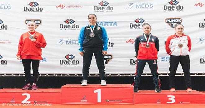Milli sporcu Damla, karatede dünya ikincisi oldu