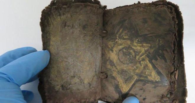 6'ncı yüzyıldan kalma 2 el yazması kitap ele geçirildi