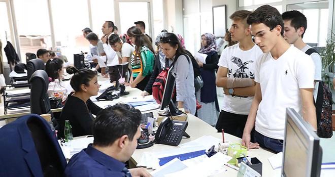 Büyükşehir'den 3 bin öğrenciye eğitim bursu